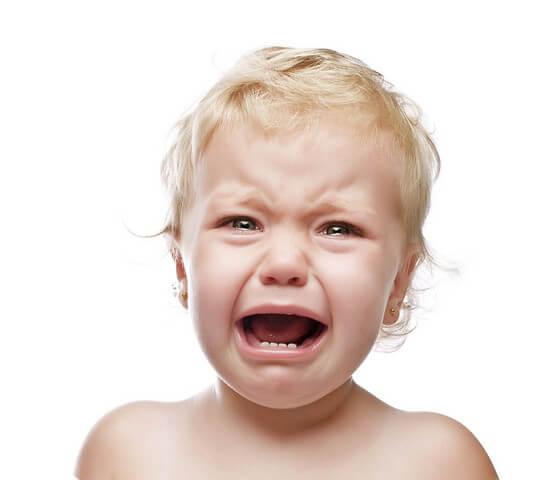 Чтобы не доводить ситуацию до слез, старайтесь больше прислушиваться к ребенку