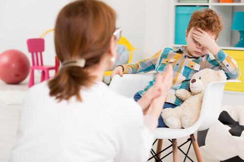 Гиперактивным детям обязательно посещение психолога