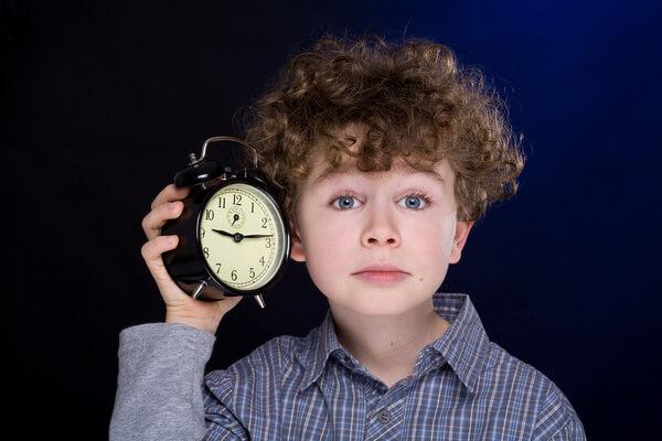 Научить определять время по часам